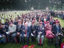 Crowd control bij herdenking: Als het te druk wordt, gaat hek Airborne begraafplaats dicht