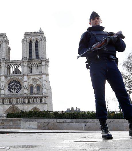 """Voiture piégée: """"Le groupe a été annihilé"""", selon Hollande"""