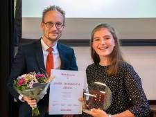 Femke (13)  verkozen tot eerste junior stadsdichter van Gouda