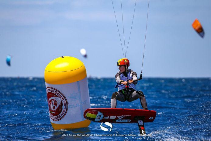 Daan Baute in actie op het WK U17 KiteFoil in het Italiaanse Gizzeria.