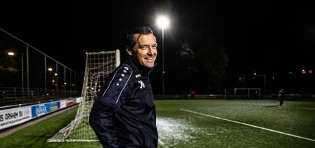 MASV houdt ervaren voetbaltrainer Jan Oosterhuis nog een jaar in Arnhem