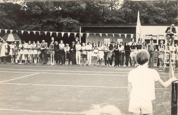 Historische foto van tennisvereniging De Witte Raven in Ravenstein.