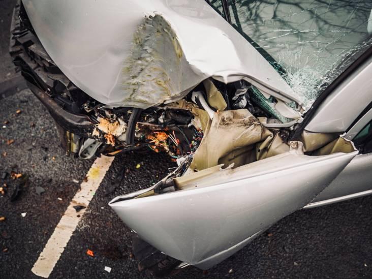 Automobilist botst tegen boom in Best, inzittenden gewond naar ziekenhuis