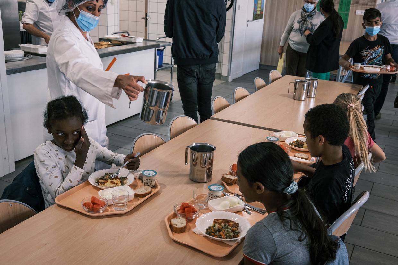 Warm eten op school bevordert de gelijkheid op school, zeggen experts. Beeld AFP