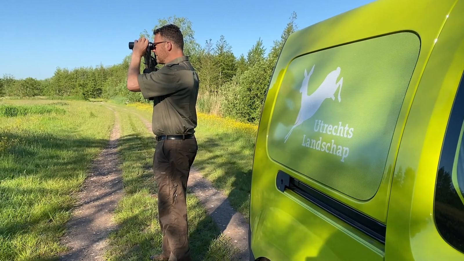 Boswachter Martijn Bergen waarschuwt dat als er niets gebeurt aan het waterbeheer in de agrarische omgeving zeldzame planten doodgaan.