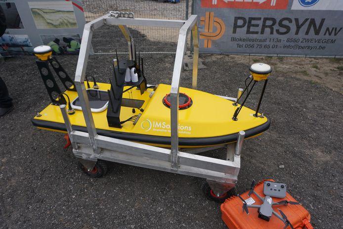 Het bedrijf GEOxyz strijkt neer op het Ostend Science Park. Ze zetten onder meer deze 'unmanned surface vehicle' of USV wordt ingezet voor maritiem onderzoek.