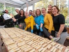 Groot feest in Diessen: Wereldrecord mini loempia's maken gelukt