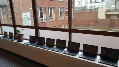 OLVI Boom ontvangt 40 laptops van gemeente