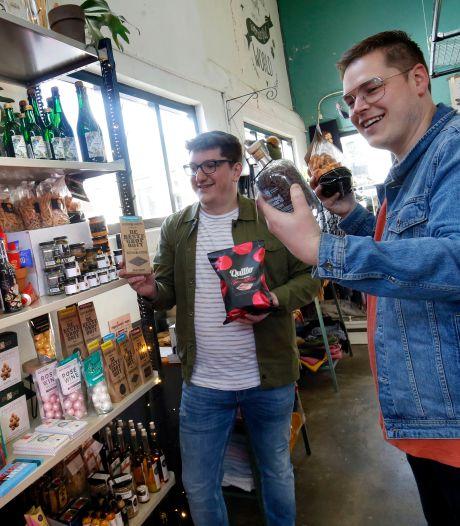 William en Matthijs verkopen 'Decolleté', HagelSwag en Gin-Mayo: 'Hoe gekker de smaak, hoe beter'