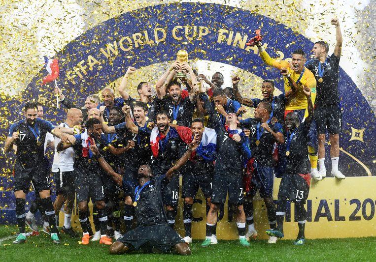 Franse elftal na de winst.   Beeld EPA
