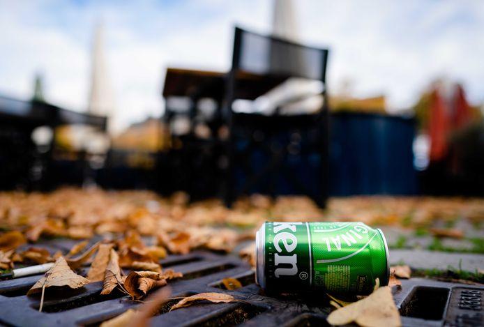 Een drankje afhalen bij de horeca mag, maar nuttig het niet in groepjes voor de deur, waarschuwt de gemeente Woensdrecht.