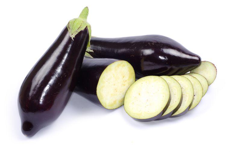 De aubergine komt van oorsprong uit tropisch Azië.  Beeld colourbox
