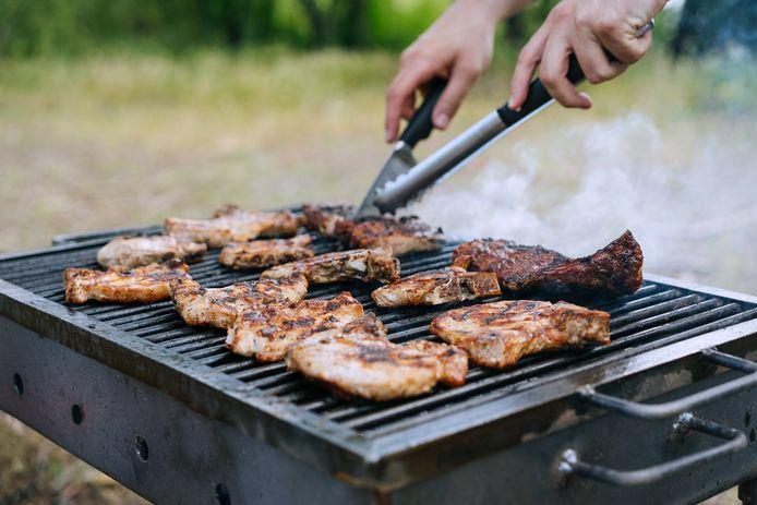 Goed contact met de buren, bijvoorbeeld via een jaarlijkse buurtbarbecue, is volgens de onderzoekers belangrijk voor bewoners.
