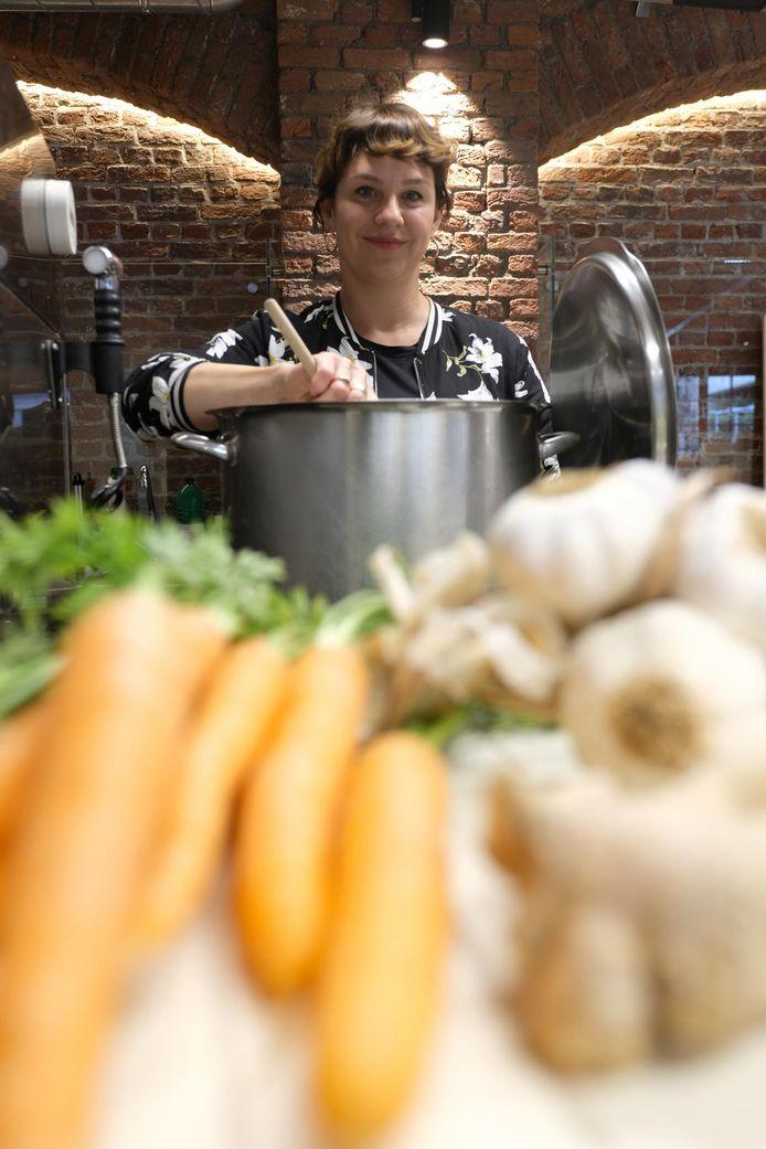 De Peruviaans-Antwerpse Karin Nunez opent volgende maand de eerste 'Broth Bar' van 't Stad.