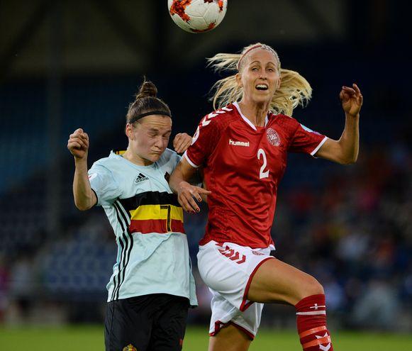 Elke Van Gorp versus Line Roddik Hansen.