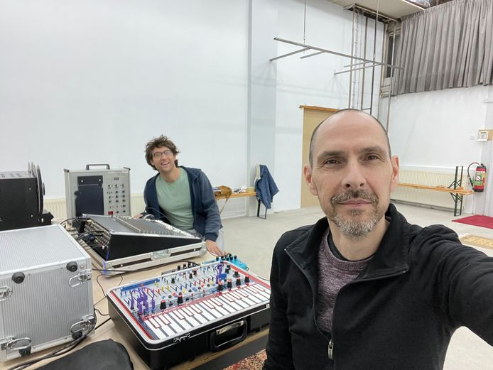 Anthony Fiumara met Mathijs Leeuwis, de oude en de nieuwe stadscomponist van Tilburg.