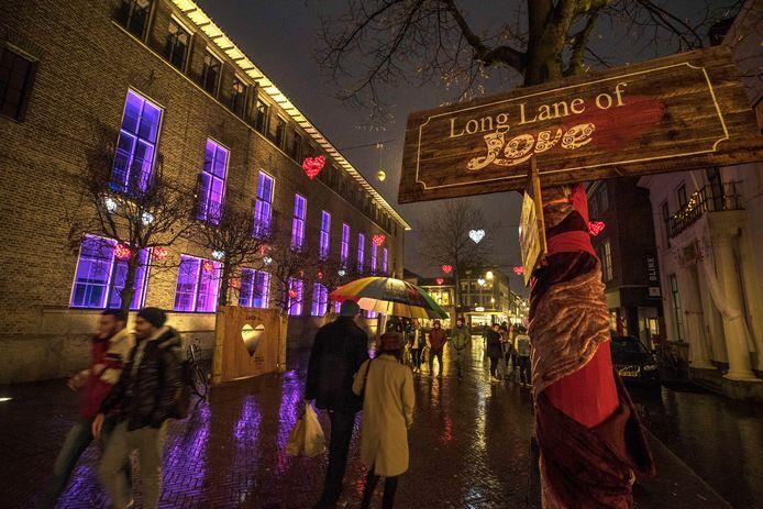 Winter Wonderland met ijsbaan op de Oude Markt en Love Lane in de Langestraat bij Stadhuis.