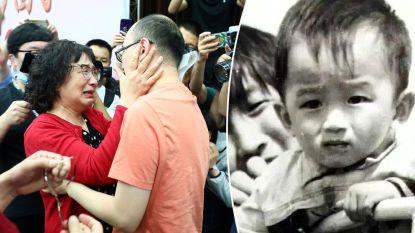 Chinese vrouw na 32 jaar herenigd met gekidnapte zoon