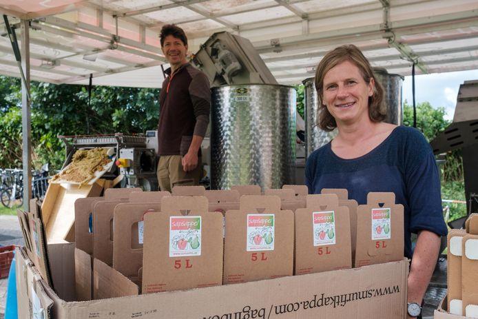 Ook de mobiele fruitpers van Sapsappel was aanwezig op de korteketenmarkt.