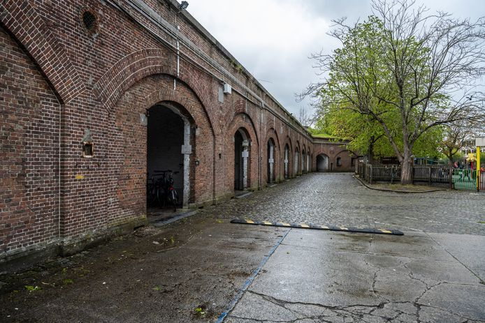 Het natuurgebied ligt bovenop 'de bastions' waar leerlingen van het Oscar Romerocollege al jaren hun fietsen in stallen.