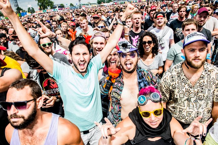 Het coronavirus bedreigt de festivalzomer voor het tweede jaar op rij.