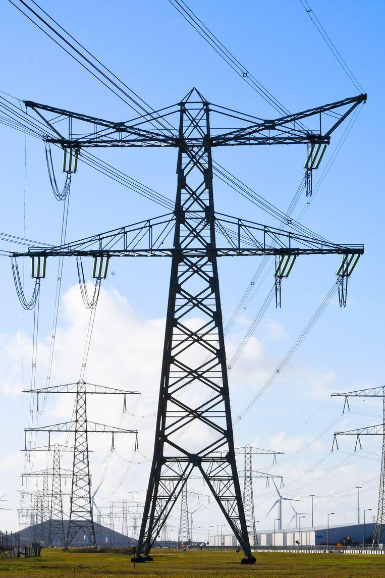 Elektriciteitsmasten in de Rotterdamse Haven Beeld ANP