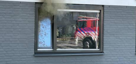 Brand in flat Veldhoven: twee katten uit pand gered, brandweer dient zuurstof toe