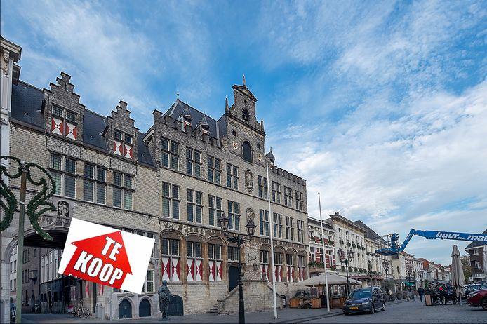 Om geld in het laatje te krijgen gaat zelfs het stadhuis op de Grote Markt in de verkoop.