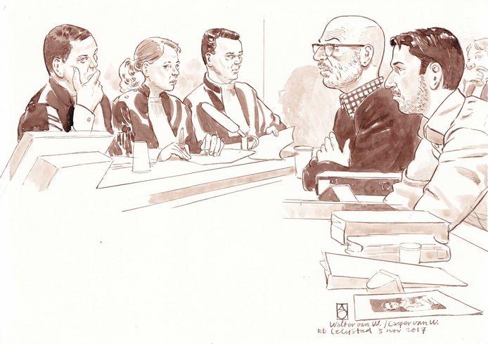 Verdachten Walter van W. en zijn zoon Casper van W. in de rechtbank van Lelystad.