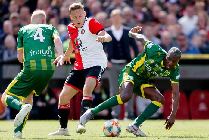 Jens Toornstra in een duel met zijn oude club ADO Den Haag.