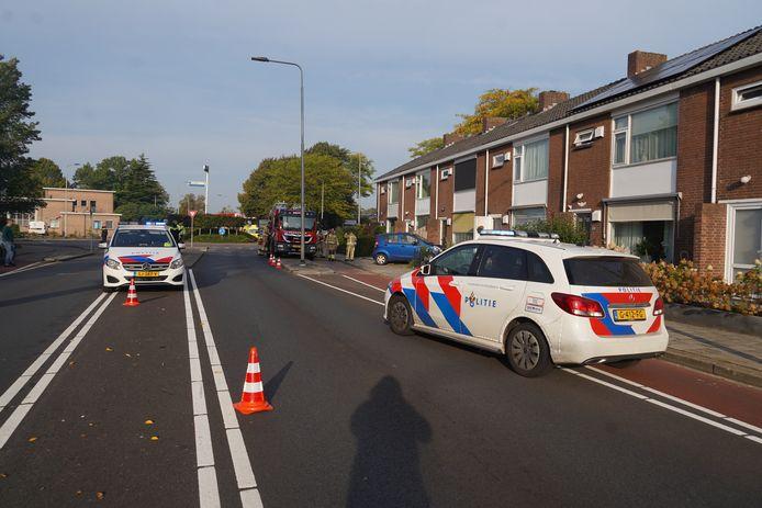 Aan de Ceintuurbaan in Meppel is een auto van de weg geraakt en in een tuin gereden.