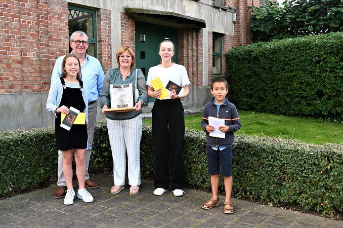 Vlnr. Lies Vanhaesebroeck (3e plaats), Koen Vanderbeke (voorzitter jury), Véronique Vanlauwe (1e plaats), Sara Vanhaesebroeck (3e plaats), Lennert Wille (eervolle vermelding). Floor Lemiengre (2e plaats) was verontschuldigd.