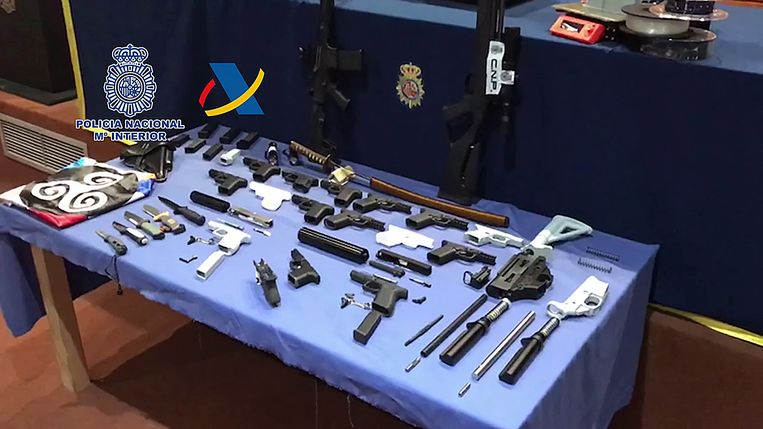Santa Cruz, Tenerife. Een aantal van de door de politie aangetroffen wapens, die zijn gemaakt met 3D-printer. Beeld AFP