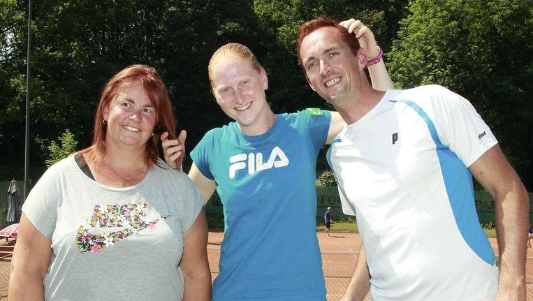 'Ali' tussen haar coaches Ann Devries en Koen Embrechts.