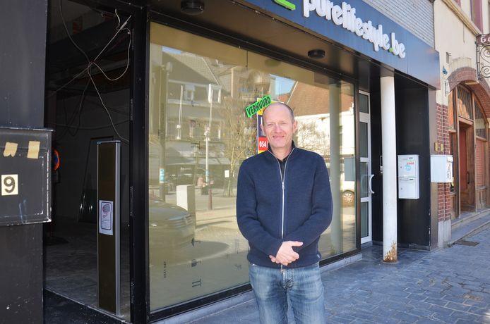Philippe Van Laeren verbouwt het pand van de vroegere winkel van 'Pure Lifestyle' op het Oudstrijdersplein om tot 'Vinnie's Easy Food Fair'.
