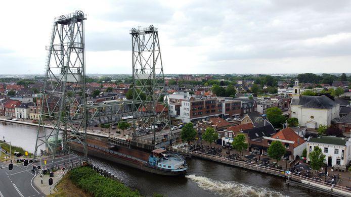 De hefbrug in Waddinxveen wordt weggehaald voor groot onderhoud