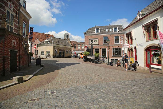 De Visbrug in Oudewater. De gemeente wil hem tijdelijk afsluiten voor verkeer.