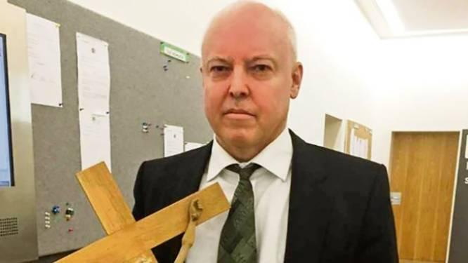 Duitse rechter onder vuur omdat hij kruisbeeld verwijdert  tijdens proces Afghaanse asielzoeker