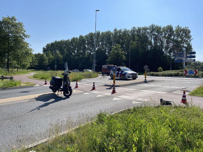 Opnieuw is er een ongeluk gebeurd, nu met een scooter, op de rotonde die de Energieweg verbindt met de Mercuriusstraat in Doetinchem.