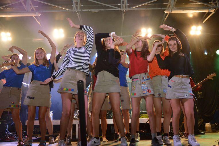 De meisjes van de chiro tijdens de 21 juli-viering in Denderleeuw