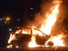 Auto volledig uitgebrand in Deventer, zesde incident in maand tijd