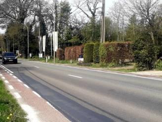 """Volgende maand worden veiligere fietspaden langsheen N13 aangelegd: """"Zo verdwijnen de moordstrookjes langs de drukke weg"""""""