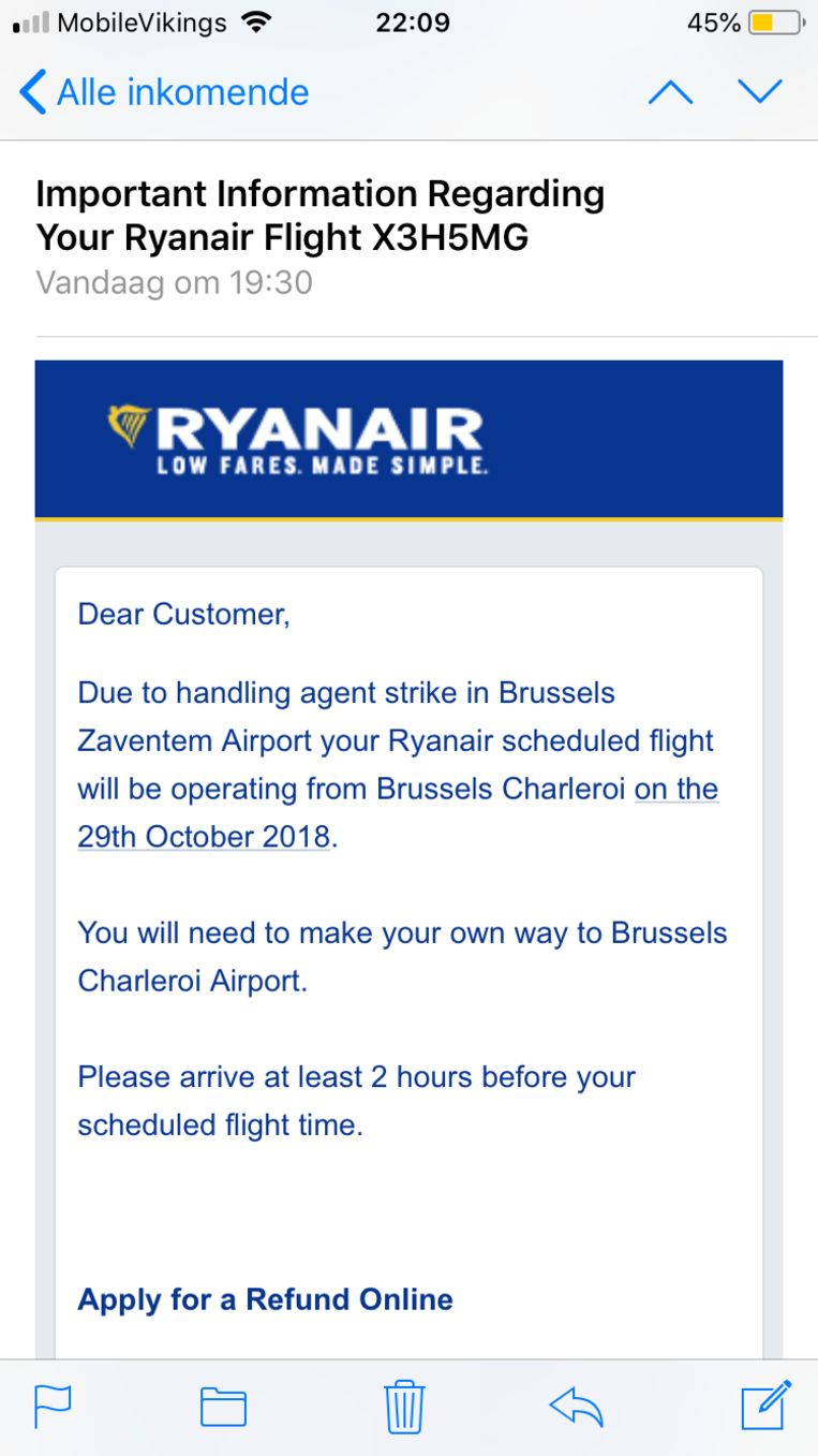 De mail die Caro Vorstenbosch zondagavond van Ryanair kreeg. Beeld RV