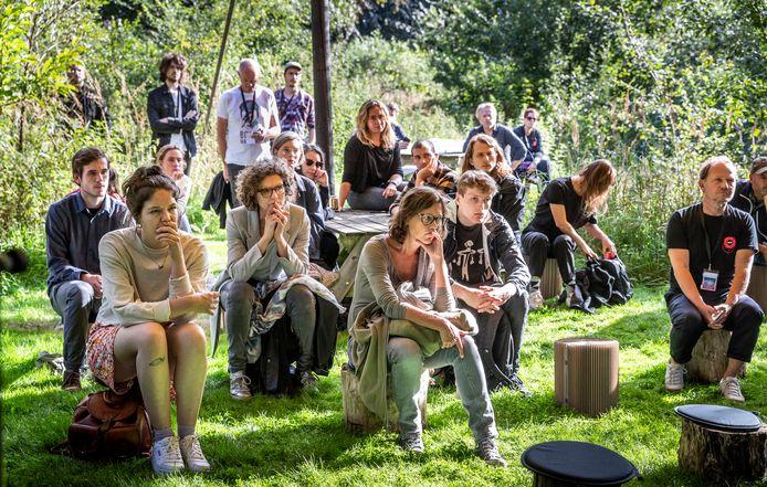 Publiek bij  'Another Green World' van STRP.