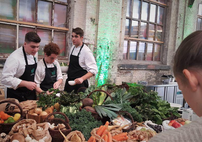 De jongeren moesten veel aandacht besteden aan groenten in hun gerechten.