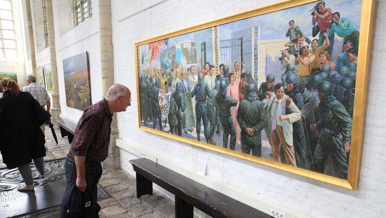 Noord-Koreaanse kunst in de Grote of Maria Magdalenakerk te Goes. Beeld Arie Kievit