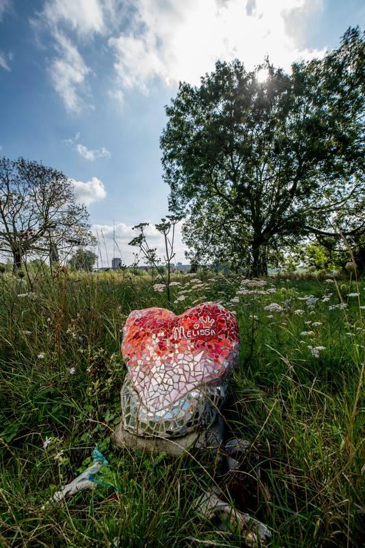 Bermmonument voor de vermoorde Melissa Ulrich op het Immerlooplein in Arnhem.