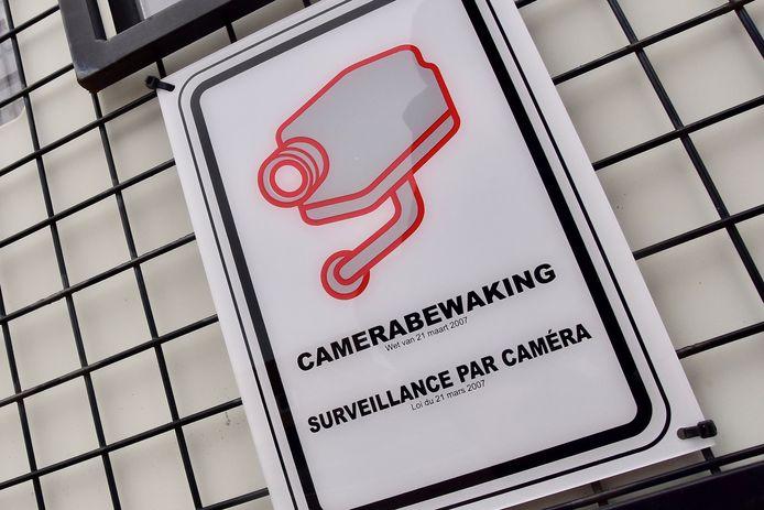 Jabbeke gaat onder meer een mobiele camera inzetten tegen zwerfvuil.