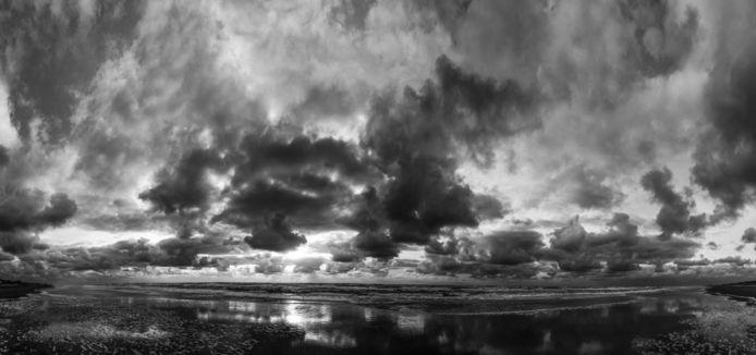 Uit de serie Time and tide wait for no man (2016-2020): Strand Noord (Bergen aan Zee).