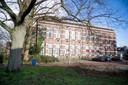 De monumentale Kolkschool. Projectontwikkelaar Kloos 2 gaat het ombouwen tot zestien appartementen.
